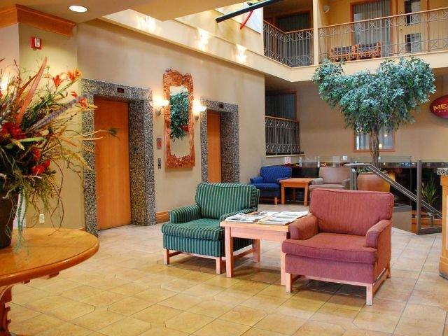 Banff Ptarmigan Inn - lobby