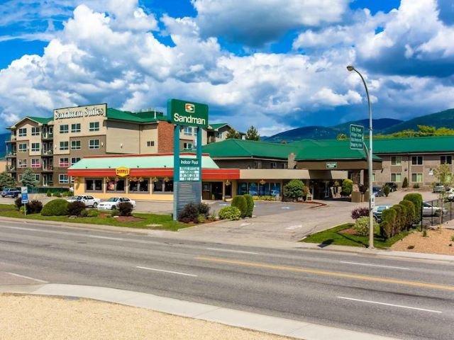 Sandman Inn & Suites - vooraanzicht