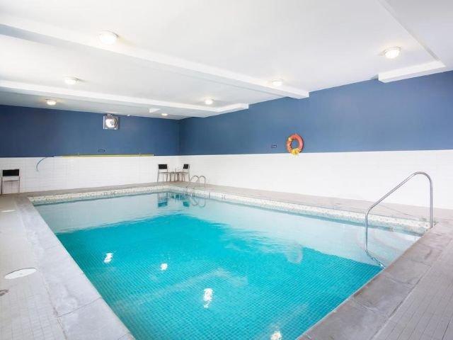 Sandman Inn & Suites - zwembad