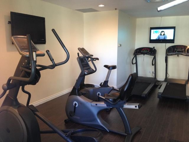 Executive Hotel Vancouver Airport - fitnessruimte