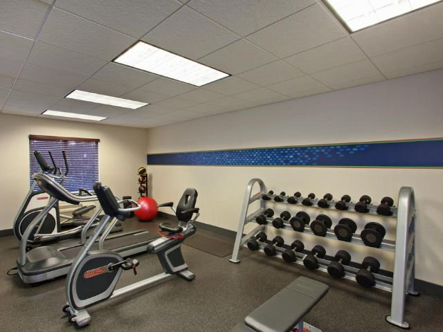 Hampton Inn and Suites - fitnessruimte