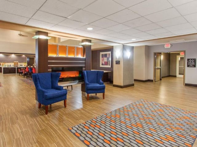 Hampton Inn and Suites - lobby