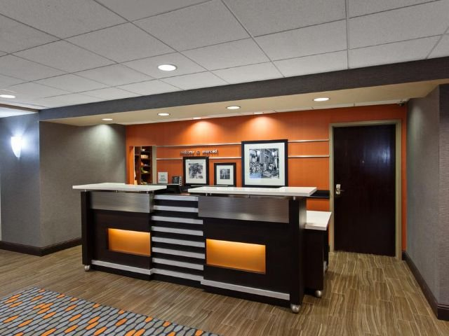 Hampton Inn and Suites - receptie