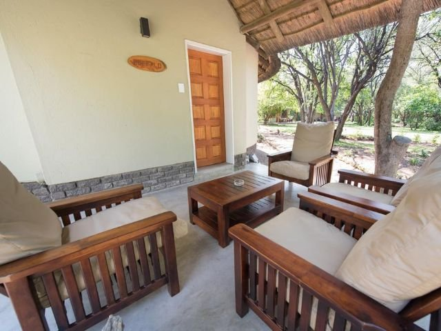sefapane lodge and safaris - terras kamer
