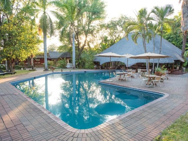 sefapane lodge and safaris - zwembad