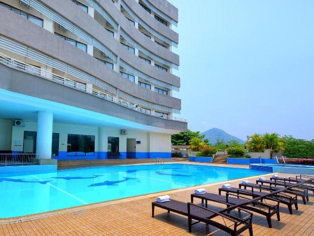amari loei palace hotel - zwembad