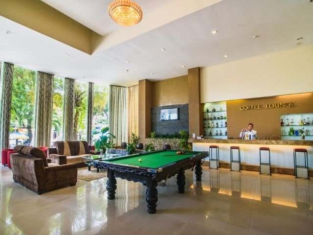 mondial hotel - lobby
