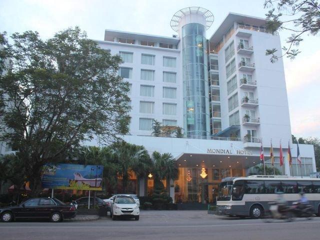 mondial hotel - vooraanzicht
