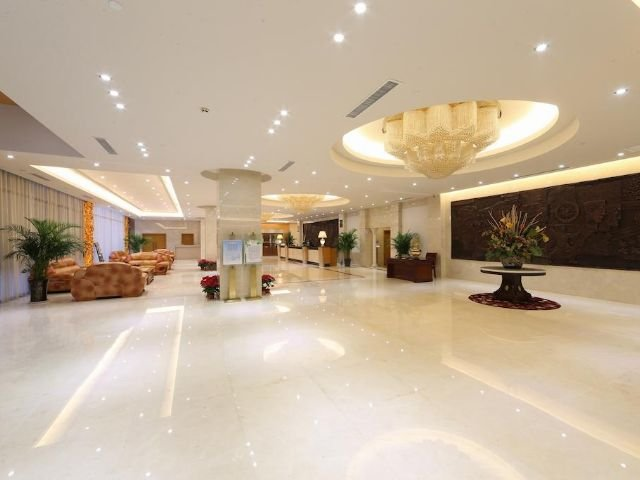 Aurum International Hotel - lobby