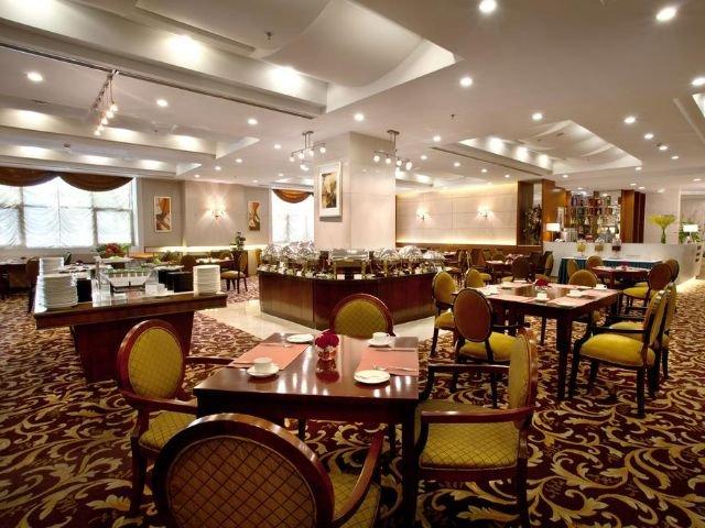 Golden River View Hotel - restaurant