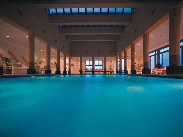 Movenpick Nabatean Castle Hotel - binnenzwembad