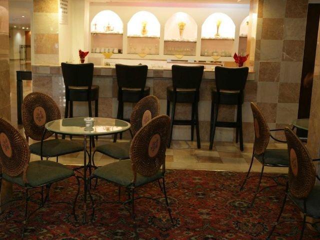 Caesar Premier Hotel - bar