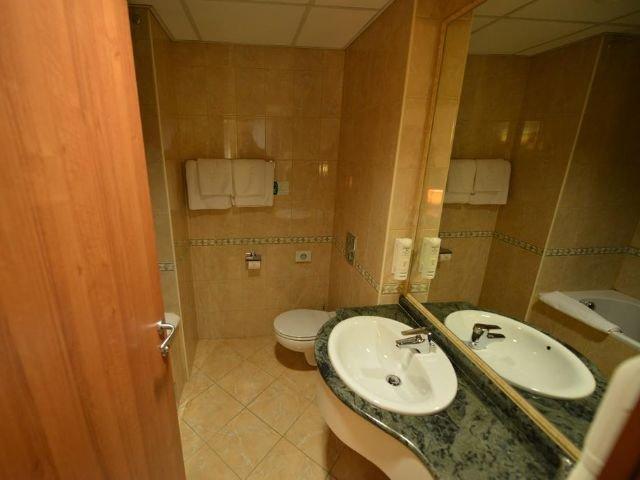 Skopje - Hotel Karpos **** - voorbeeld badkamer