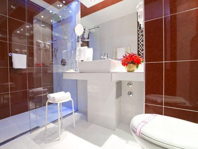 Petrovac - Hotel Palas **** - voorbeeld badkamer