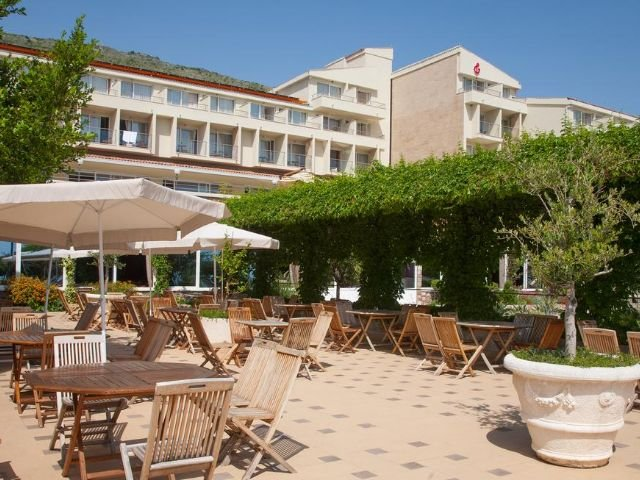Petrovac - Hotel Palas **** - terras