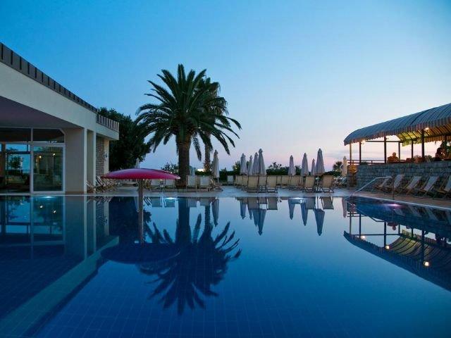 Petrovac - Hotel Palas **** - zwembad