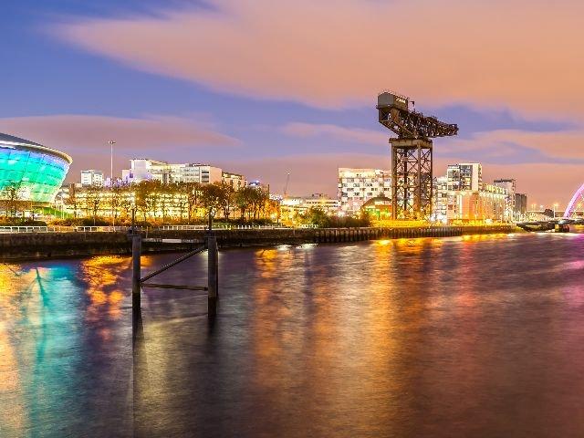Schotland - Glasgow - Links het SSE Hydro