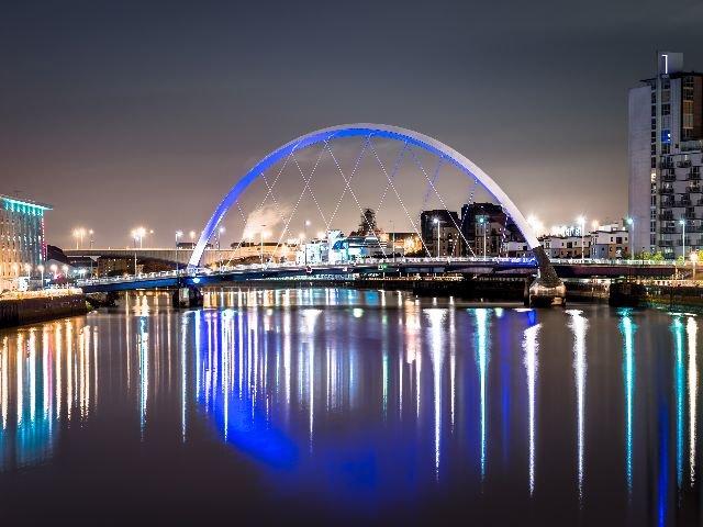 Schotland - Glasgow - Clyde Arch Brug over de rivier de Clyde