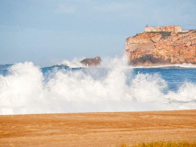 Portugal – Nazaré - de hoge golven aan de noordzijde van Nazaré