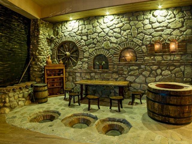 Telavi - Hotel Zuzumbo - traditionele wijnopslag