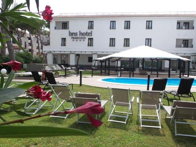 Baia Domizia - BNS Hotel Francisco - zwembad