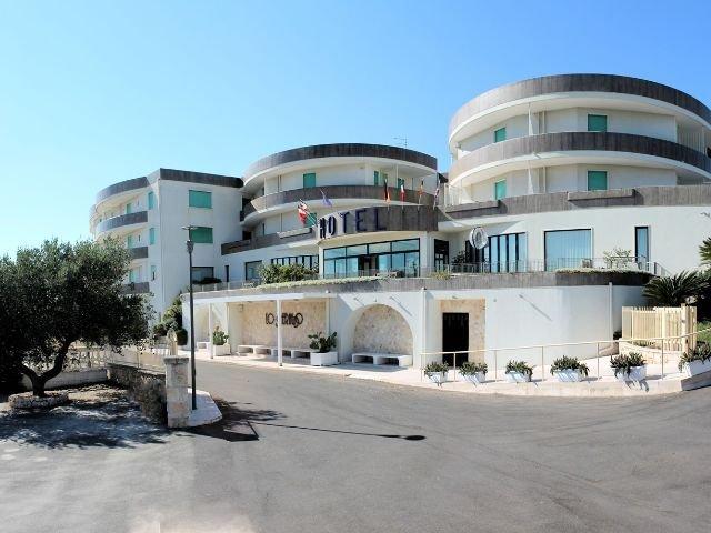 Cisternino - Hotel Lo Smeraldo **** - vooraanzicht