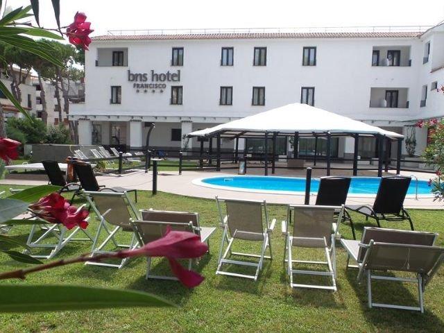 Baia Domizia - BNS Hotel Francisco **** - zwembad