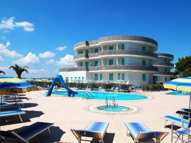 Cisternino - Hotel Lo Smeraldo **** - zwembad