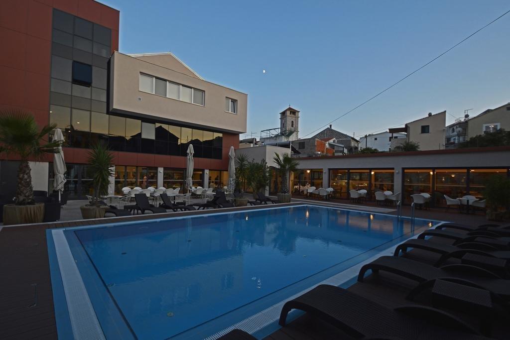 Tisno - Hotel Borovnik **** - zwembad