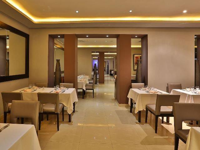 RED Hotel - restaurant