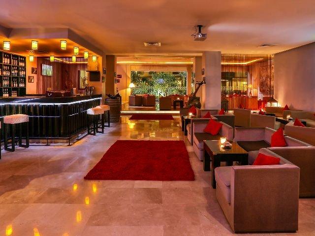 RED Hotel - bar
