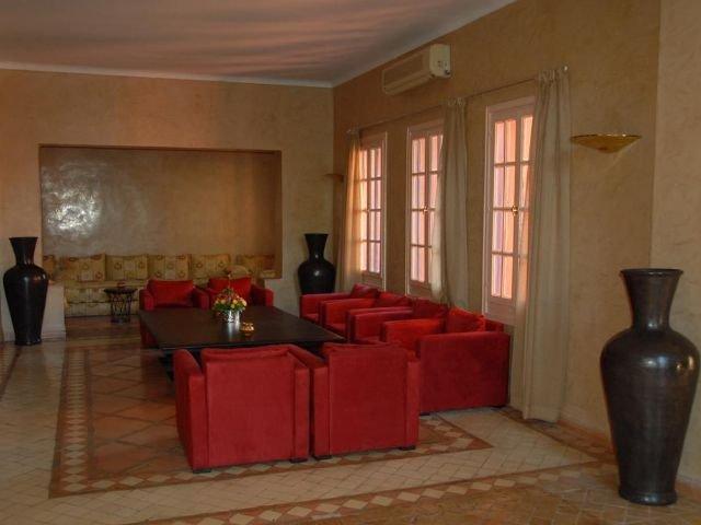 Kenzi Azghor - lounge