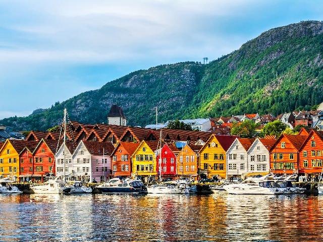 Noorwegen - Bergen - Hanze huizen aan de Bryggen kade