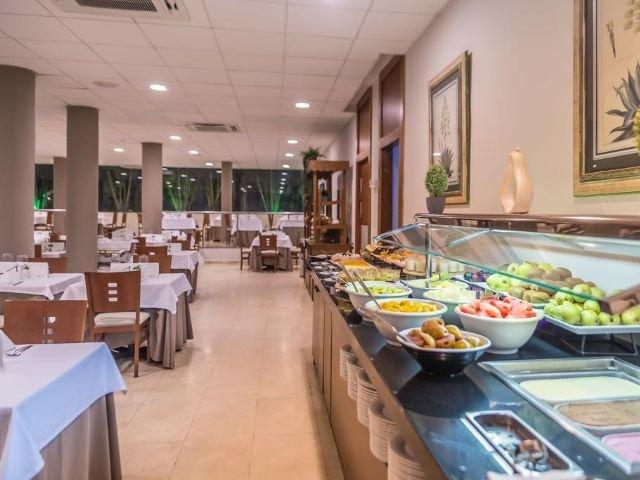 Spanje - Andalusie - Costa del Sol - Torremolinos - Carihuela Beach - Hotel ROC Lago Rojo