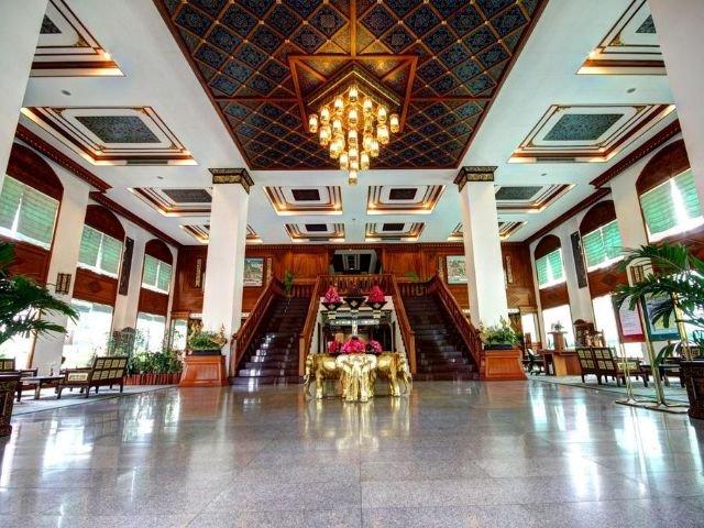 The Park Hotel - lobby