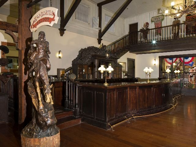 Disneyland Paris - Disney's Hotel Cheyenne - bar
