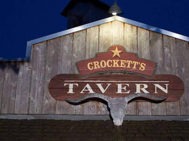 Disneyland Paris - Disney's Davy Crockett Ranch  - Crockett'd tavern logo