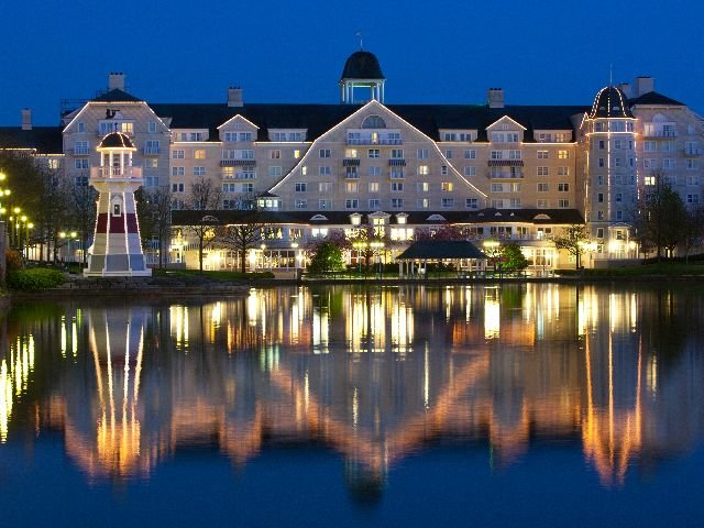 Disneyland Paris - Disney's Newport Bay Club - aanzicht