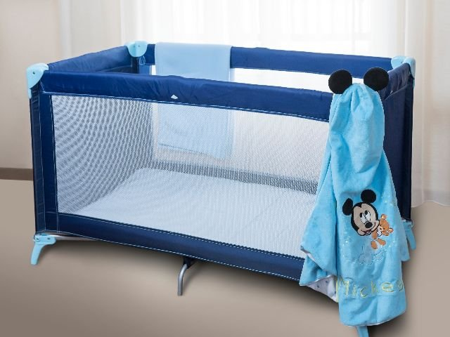 Disneyland Paris - Disney's Newport Bay Club - babybed