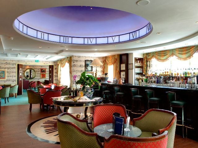 Disneyland Paris - Disneyland Hotel - bar