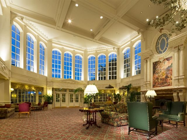 Disneyland Paris - Disneyland Hotel - lounge