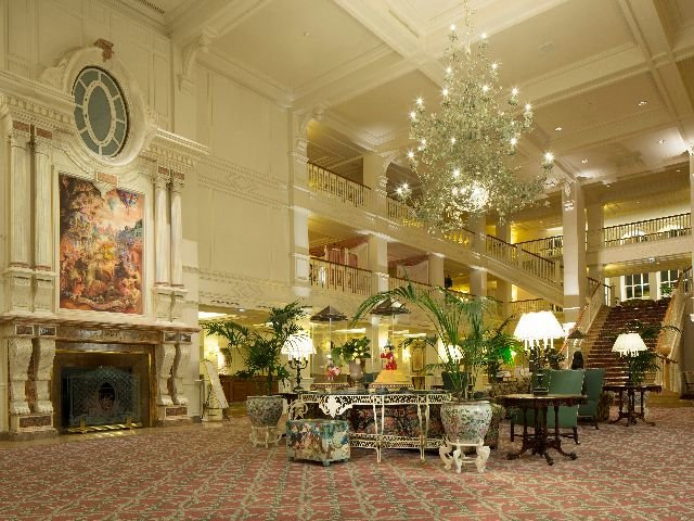 Disneyland Paris - Disneyland Hotel - lobby