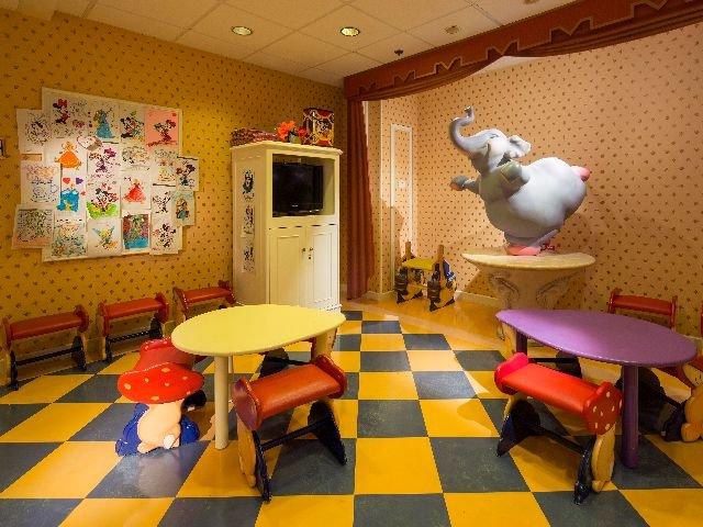 Disneyland Paris - Disneyland Hotel - Minnie Club