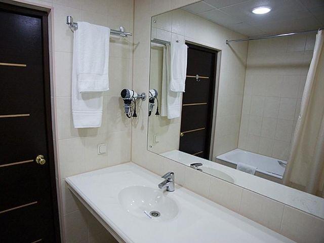 St. Petersburg - Ladoga Hotel *** - badkamer
