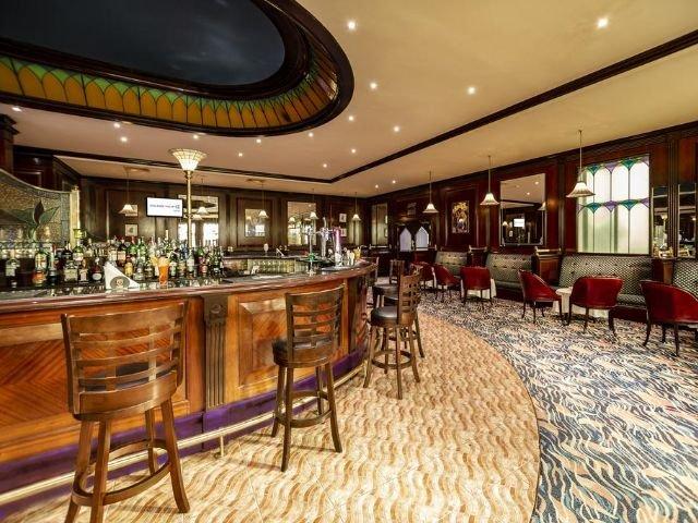 Golden Tulip Hotel - bar