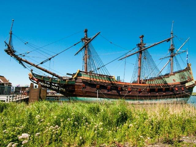 Historisch zeilschip in Batavia haven Lelystad