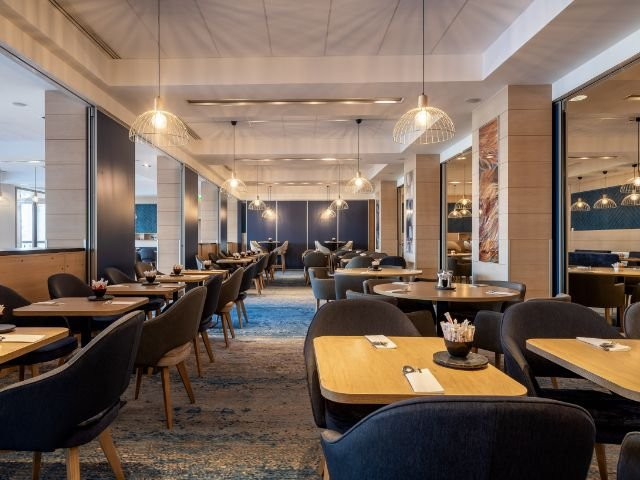 """Disneyland Paris - Radisson Blu Hotel Paris, Marne-la-Vallee - restaurant """"Birdie"""""""