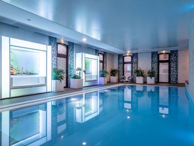 Disneyland Paris - Radisson Blu Hotel Paris, Marne-la-Vallee - zwembad