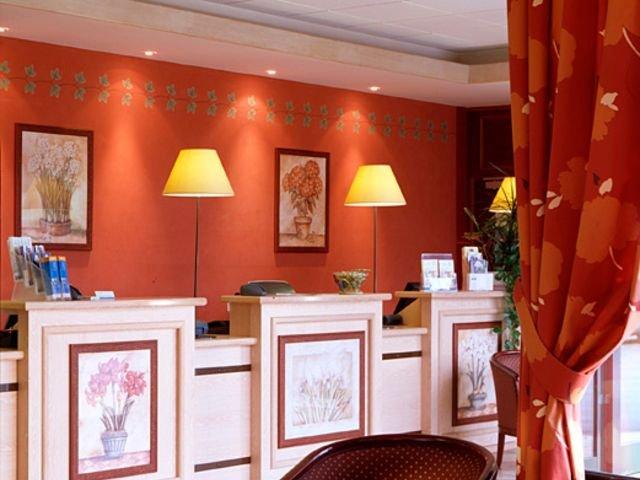 Disneyland Paris - hotel Campanile Bussy - receptie