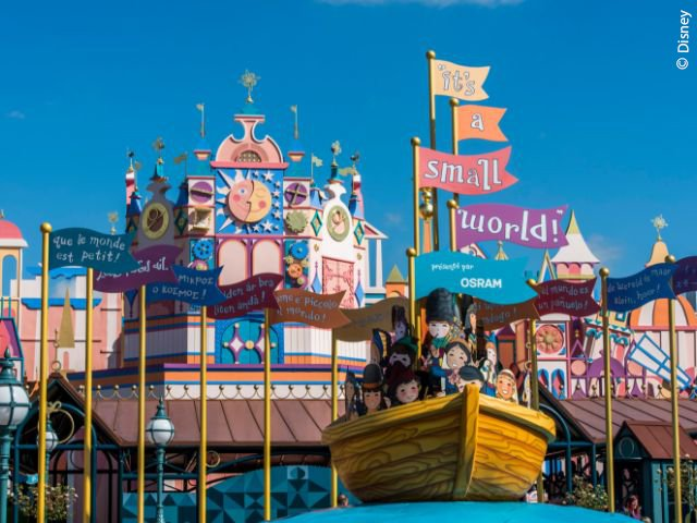 "Disneyland Paris - Disneyland Park - ""it's a small world"""